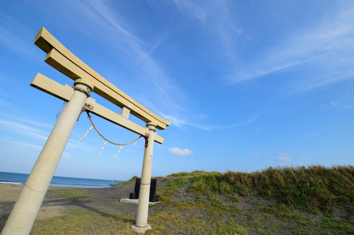 Torii gate at Tsurigasaki beach